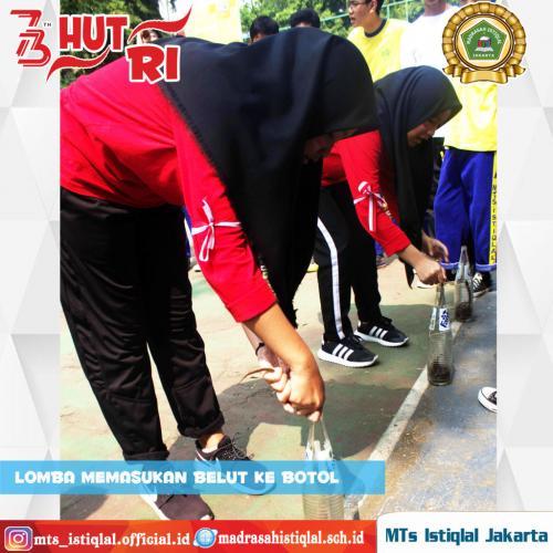 Lomba Memasukkan Belut ke Botol - Madrasah Tsanawiyah Istiqlal Jakarta
